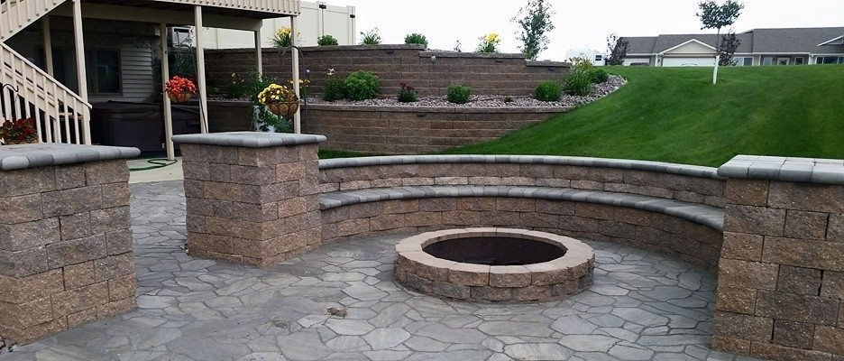 hardscape seating with fire pit and grass